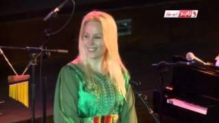 getlinkyoutube.com-Stina La Finlandaise avec l'âme kabyle  ستينا فنانة فنلدية تعشق الموسيقى الامازيغية