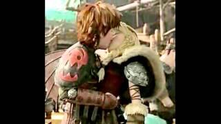 getlinkyoutube.com-Elsa VS Astrid × Hipo💗