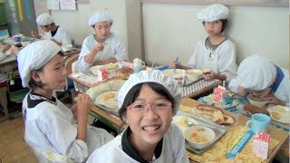 getlinkyoutube.com-School Lunch in Japan - It's Not Just About Eating!