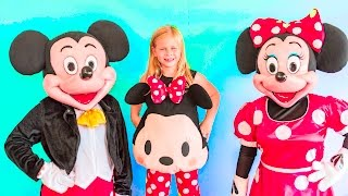 getlinkyoutube.com-MICKEY MOUSE Assistant Doctor give Mickey Mouse and Minnie Mouse a Make Over Video