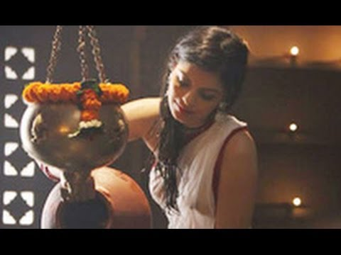 Checkout New Age Sexy Zeenat Aman in 'The Xpose': Sonali Raut | Hindi Cinema Latest News | Himesh