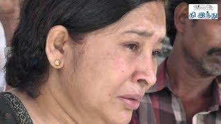 getlinkyoutube.com-Celebrities Pay Last Respects to Director Rama Narayanan | Tamil The Hindu