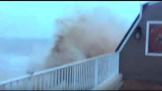 getlinkyoutube.com-Dramatic Hurricane Sandy video of storm surge devastating Staten Island restaurant