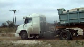 getlinkyoutube.com-camion mercedes benz 1634 y batea iderol pasando y un mb 1620 saliendo cargado