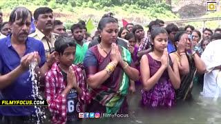 getlinkyoutube.com-Actress Roja Family Unseen Video - Holy Dip At Krishna Pushkaralu - Filmyfocus.com