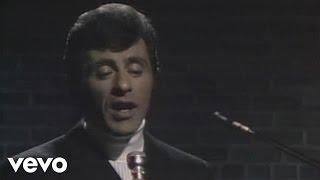 getlinkyoutube.com-Frankie Valli - Can't Take My Eyes Off You (Live)