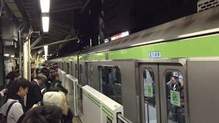 getlinkyoutube.com-11月30日 新型山手線E235系 大塚駅トラブル