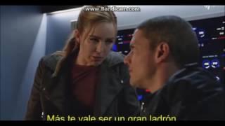Legends of tomorrow 1x15 Snart Sara Kiss Scene