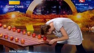 """""""Україна має талант-6"""".Шоу ''Идиоты'' - яблоки  [Харьков][15.03.14]"""