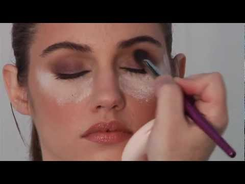 Celebrity Makeup Artist Robert Jones Creates a 10-20 Minute Smoky Eye Look!
