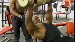 getlinkyoutube.com-Ronnie Coleman Trains Chest