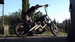getlinkyoutube.com-Honda Shadow VT1100 - bobber aka kruszyna