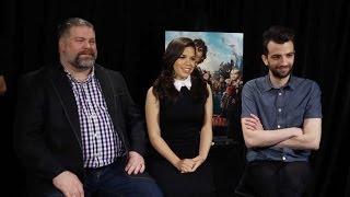 getlinkyoutube.com-Jay Baruchel & America Ferrera - How to Train Your Dragon 2 Interview HD