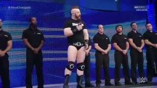 Sheamus intenta Expulsar a Roman Reigns de la Arena   SmackDown Latino ᴴᴰ