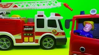 getlinkyoutube.com-Firefighter Fireman Sam looks at the new Dickie Toy Fire Engine