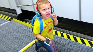 getlinkyoutube.com-ANGRY 3 YEAR OLD AIRLINE PASSENGER!