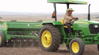 getlinkyoutube.com-John Deere Lanzamiento Tractores Serie 5D - 5E