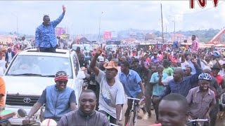 getlinkyoutube.com-Drama ensues as Besigye moves through Kampala