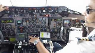 getlinkyoutube.com-Amazing Juliana Airport St.Maarten MD-80 Cockpit Video 720p