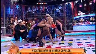 getlinkyoutube.com-Sexy Twister la Un Show Păcătos! Vedetele au fost surprinse în ipostaze incendiare