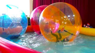 getlinkyoutube.com-Giant WATER BALLS in a pool POOL BALLS - Fun activities for Kids and Toddlers