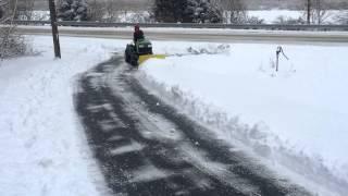 getlinkyoutube.com-John Deere Tractor X585 Plowing Snow