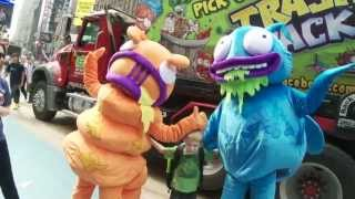 getlinkyoutube.com-Trash Pack in Times Square - VIDEO PREMIER