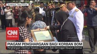 Wali Kota Risma Berikan Penghargaan untuk Korban Bom Gereja Surabaya