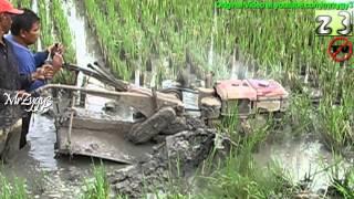 getlinkyoutube.com-Two Wheel Tractor Yanmar Stuck In Deep Mud
