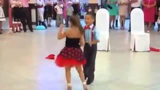 getlinkyoutube.com-Little boy and girl Dancing