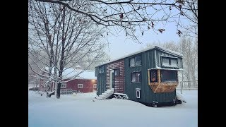 Mother-and-Daughters-Awesome-Tiny-House width=