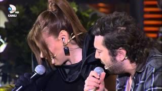 getlinkyoutube.com-Halil Sezai & Linet - Duman İsyan Düet (Beyaz Show 2013) HD