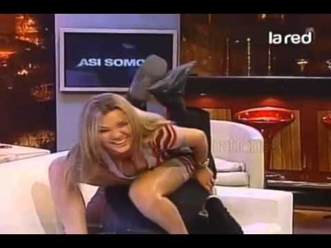 Pilar Ruiz se le ven los calzones ASI SOMOS 2011 360p