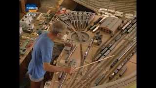 getlinkyoutube.com-Modelleisenbahn  Herrscher Über 70 Züge - Im Bann Der Modellbahn  2003)