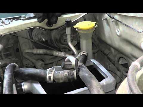 Расположение сальника двигателя у Мазда Трибьют