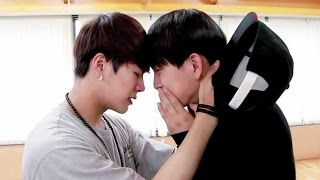getlinkyoutube.com-Jinson Moments♡ (GOT7 Jinyoung & Jackson)