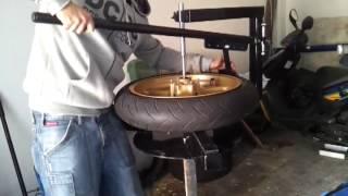 getlinkyoutube.com-Desmontadora manual neumaticos moto Talleres Mobex - Emobex.com