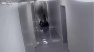 getlinkyoutube.com-【怖い話】「やっぱり連れていかれたんだな」警備中急に監視カメラが真っ黒になった【3拍子ちゃんねる】