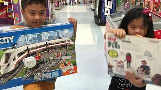 getlinkyoutube.com-Toys R Us Lego RC High Speed Train & Max The Secret Life of Pets