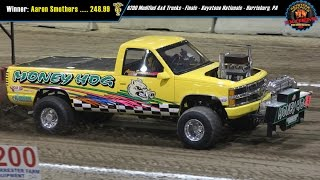 getlinkyoutube.com-6200 National Modified 4x4 Trucks Pulling at Harrisburg March 2015