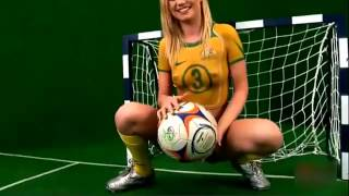 getlinkyoutube.com-Body Paint in the National Football Colours of Australia