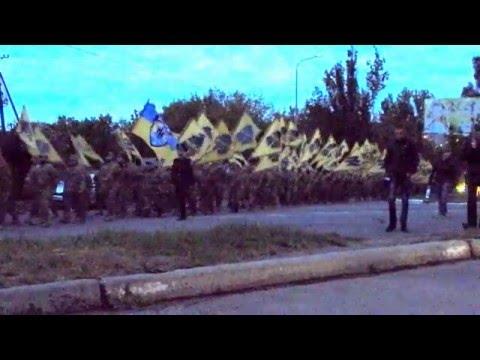 """Марш """"Азова"""": как добровольческий полк отпраздновал в Бердянске годовщину создания."""