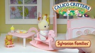 getlinkyoutube.com-Sylvanian Families Calico Critters Nightlight Nursery Set Unboxing Set up Cloverleaf Manor Toys