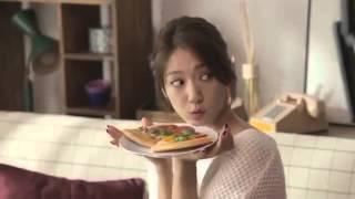 getlinkyoutube.com-Park Shin Hye  y Kang Ha Neul para Yogiyo 올 가을 박신혜도 썸탄다