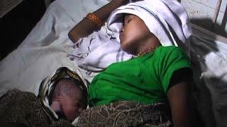 getlinkyoutube.com-महिला ने चलती ट्रेन में दिया बच्चे को जन्म