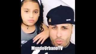 "Nicky Jam - cantando con su hija ""te busco"" (hermosa voz)"