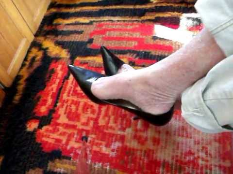 my toe cleavage Guess classic pumps 22Feb12a.mov