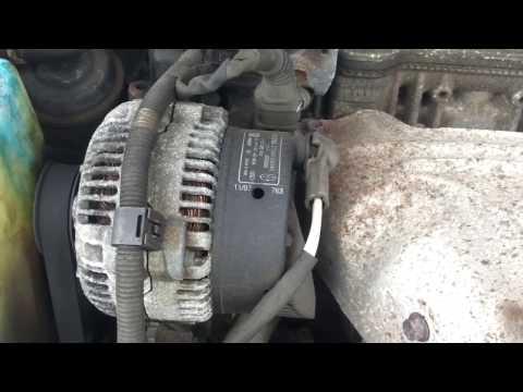 Где находится фильтр двигателя у Toyota Carina E