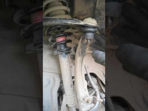 Замена шаровой опоры верхнего рычага на Mitsubishi Galant 8