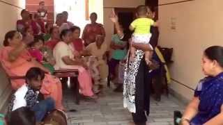getlinkyoutube.com-Hijra dance in India, third gender, eunuch , Khusra dance